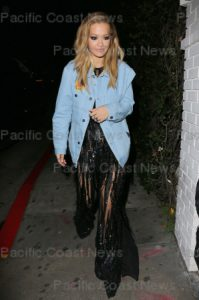 161792, Rita Ora arrives at Chateau Marmont at 2:30 a.m. Los Angeles, California - Sunday, February 12, 2017. Photograph: © MHD, PacificCoastNews. Los Angeles Office (PCN): +1 310.822.0419 UK Office (Photoshot): +44 (0) 20 7421 6000 sales@pacificcoastnews.com FEE MUST BE AGREED PRIOR TO USAGE
